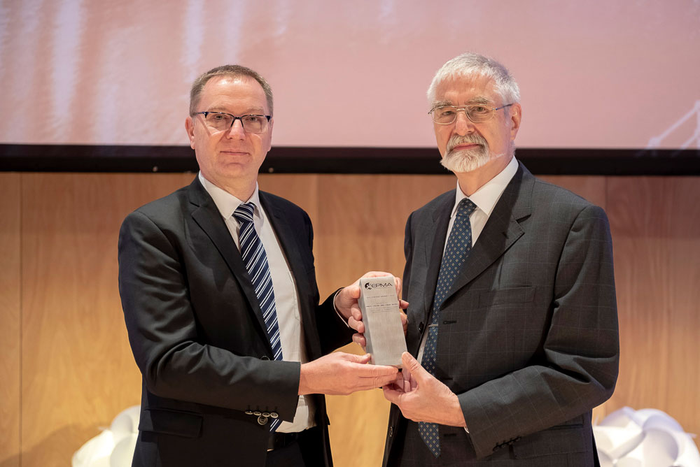 Paul Beiss receiving the 2018 EPMA Fellowship Award